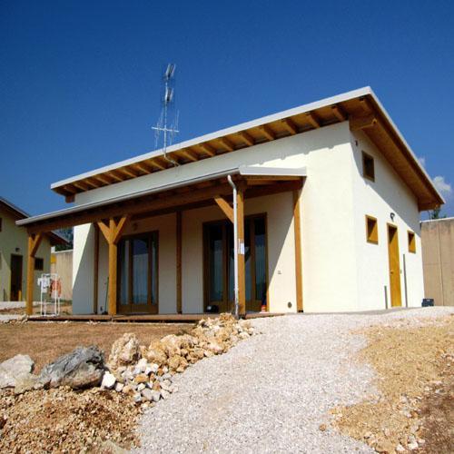 case in legno di soccorso_ edilizia di soccorso post sismi_case antisismiche_ille haus
