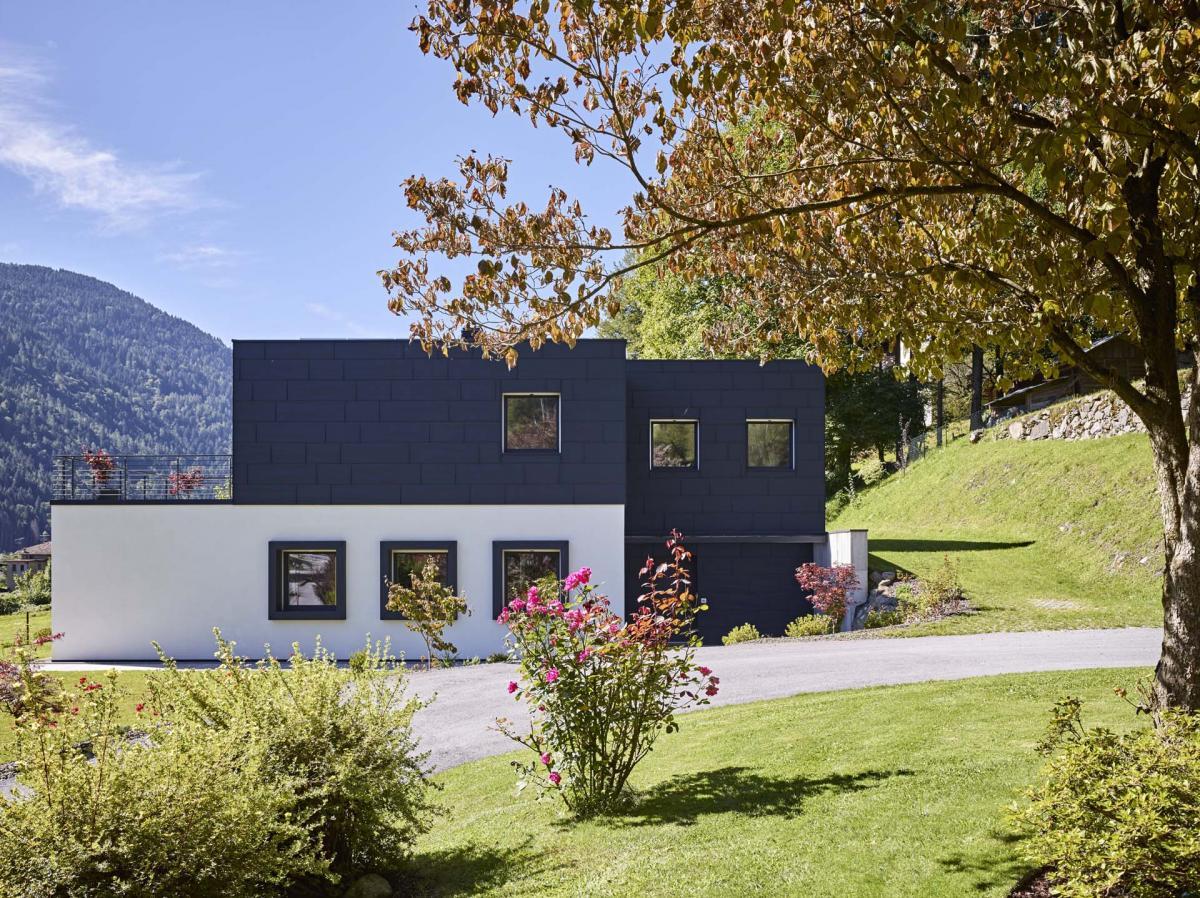 Edificio pubblico centro visitatori con struttura in legno ad elevate prestazioni