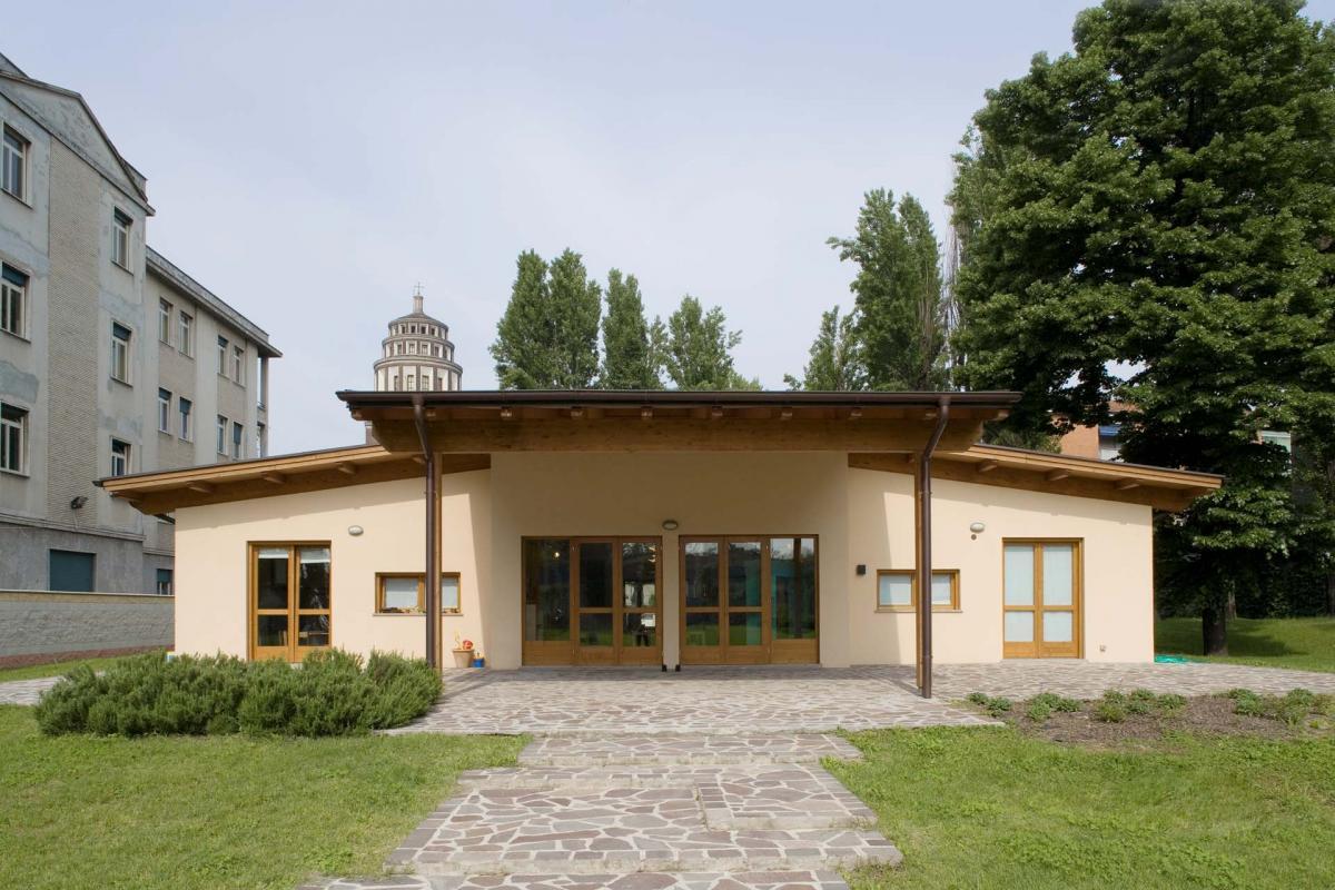 Esterno casa in legno tradizionale