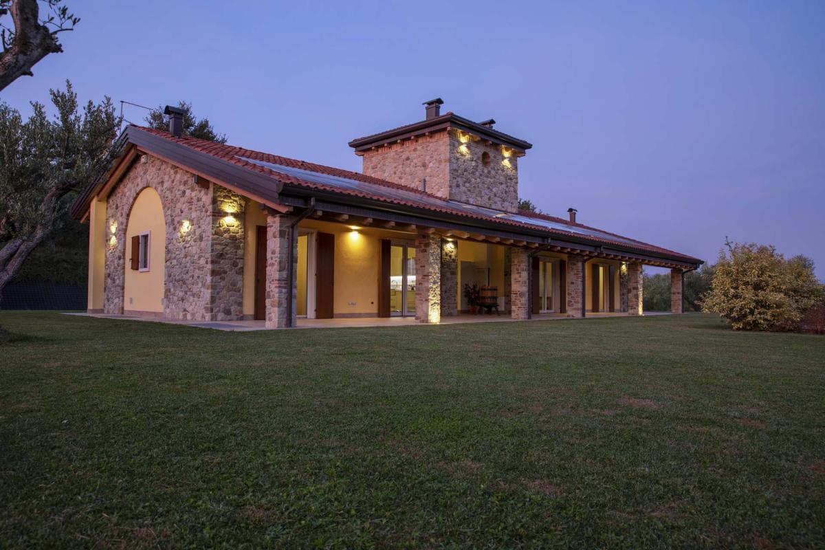 Interno casa in legno a basso consumo energetico