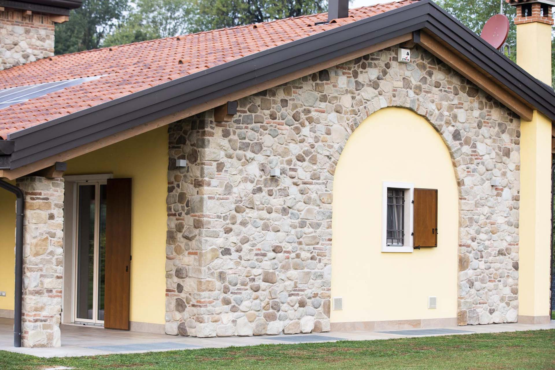 <b>foto interna, servizi – finiture interne in legno massiccio d'abete</b>