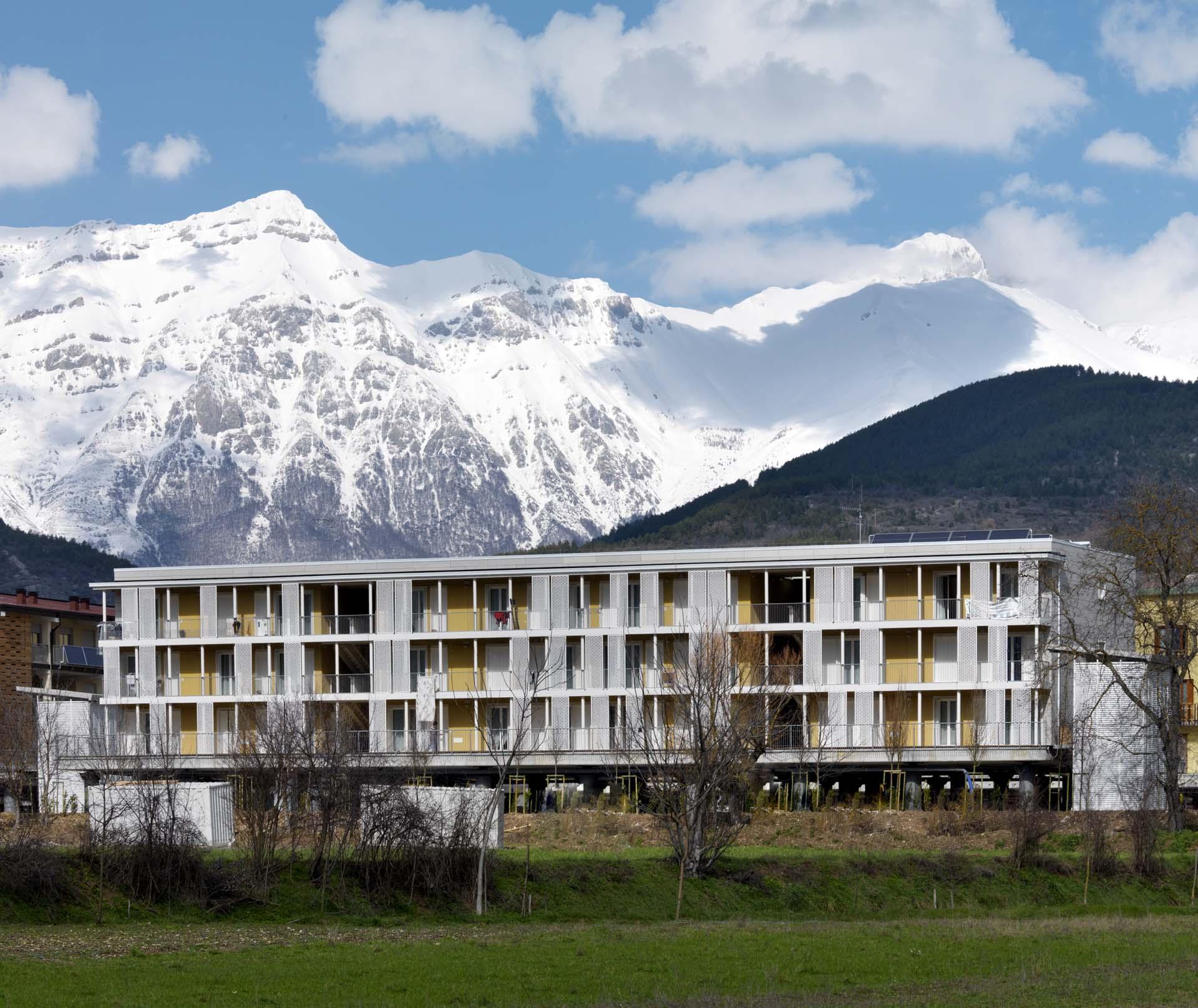 <b>Bungalows per campeggi ad elevato confort abitativo</b> Edifici realizzati in legno ad uso estate inverno al Dolomiti Village, Dimaro Trentino
