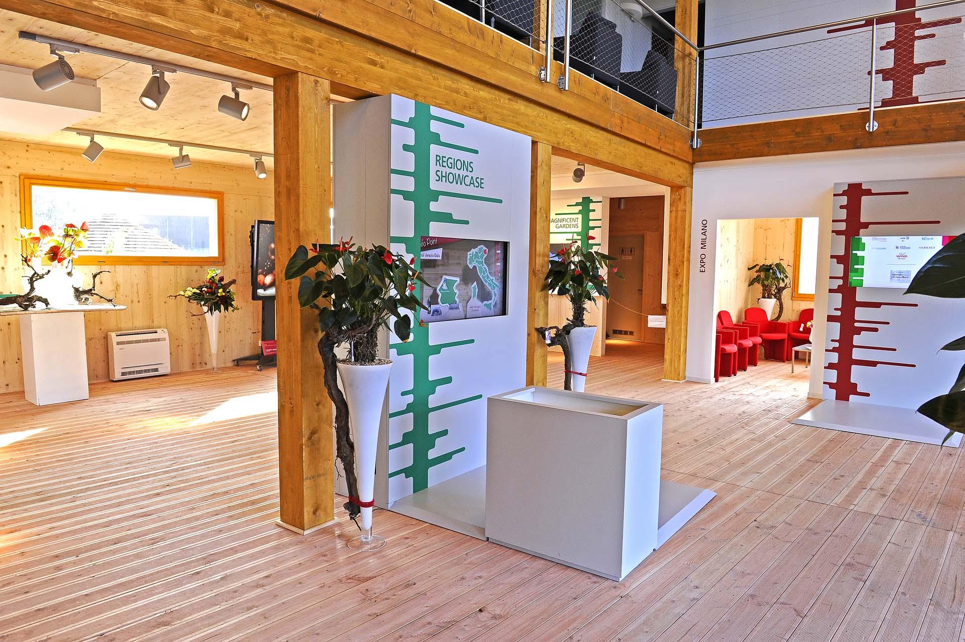 <b>Edificio speciale in legno ad uso info point su spazio pubblico</b>
